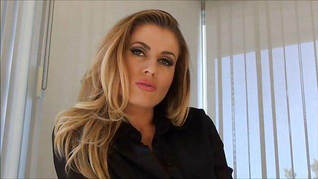 Sexe porno streaming gratuit francais passionné d'une blonde sexy aux gros seins et de son amant