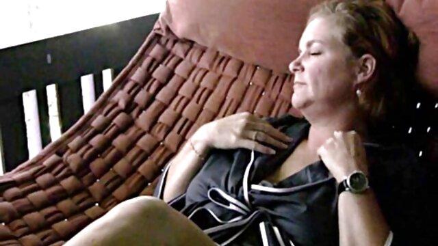 Cours de bdsm pour blonde ligotée film porno français 18 ans fouettée